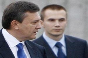 Суд зняв арешт з рахунків Януковича