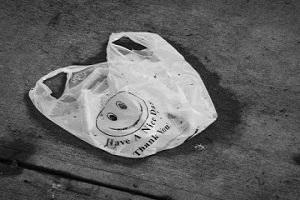 В Україні штрафуватимуть за використання пластикових пакетів