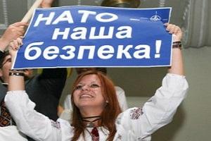 Порошенко закликав конституційно взяти курс на НАТО